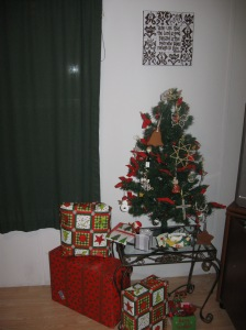 our little table-top tree with Christmas presents around it